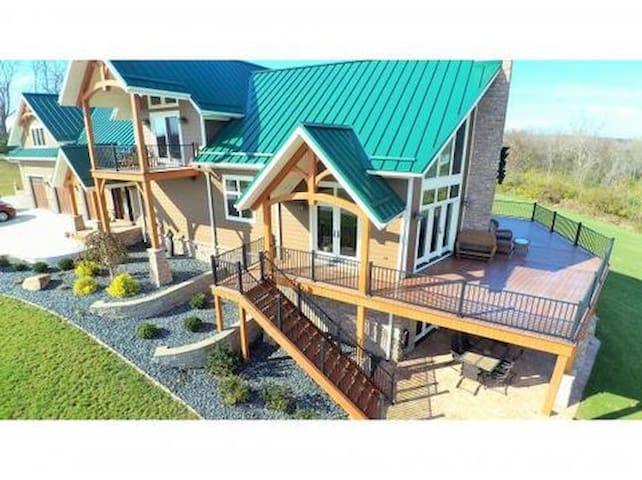 Lakeside Lodge Getaway