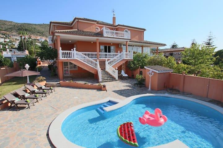 Villa Paradise 16 People ⭐POOL+BILLIARD+AIR HOCKEY⭐