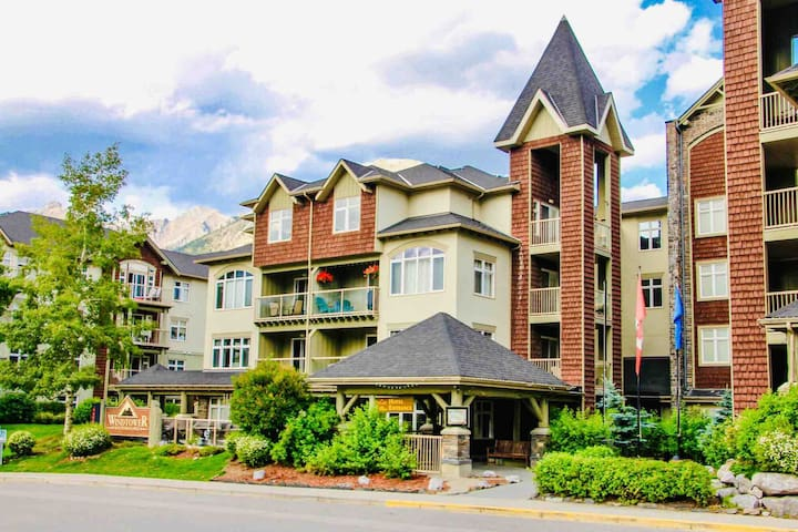 Charming hotel room in  the heart of Canmore