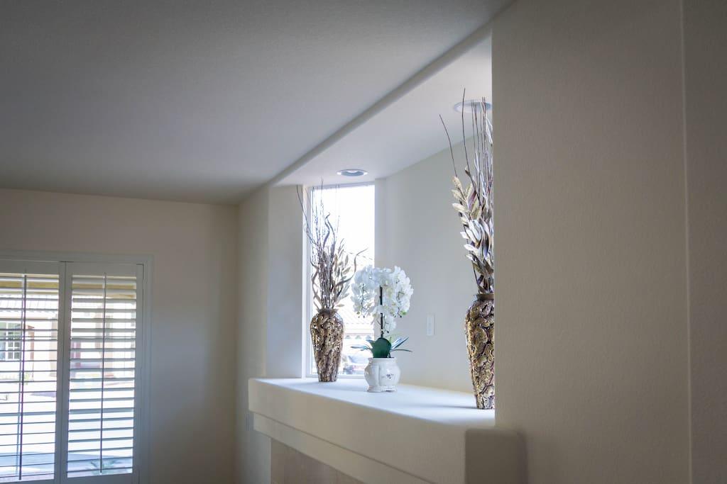 Foyer / Fireplace