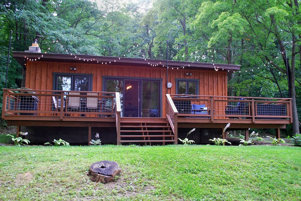 Chickadee Cabin with Large Deck in the Spring/Summer
