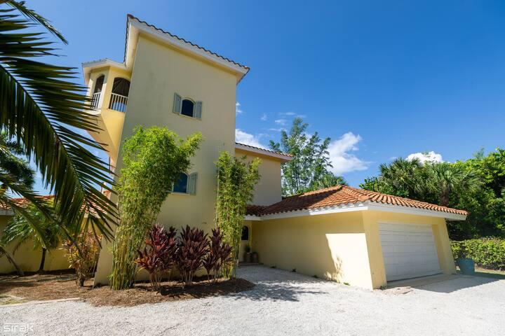 Sanibel Luxury Beach House & Pool