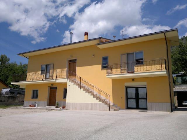 Appartamento in villa con parcheggi - L'Aquila - วิลล่า
