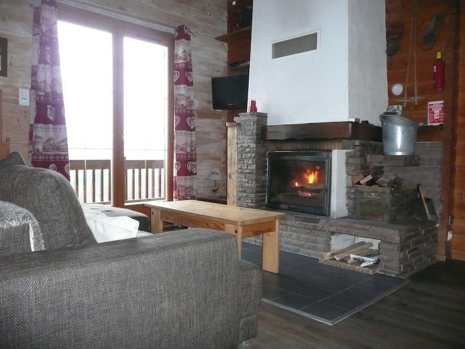 Une flambée dans le salon très appréciée en hiver au retour de ski.