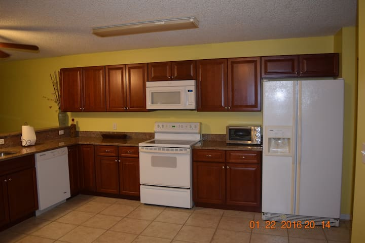 Nice 3 bedroom townhome near beach - Cape Canaveral - Hus
