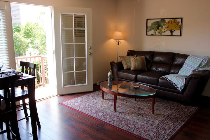 Adorable Apt w/ Parking by Beach in Venice - Los Angeles - Apartment