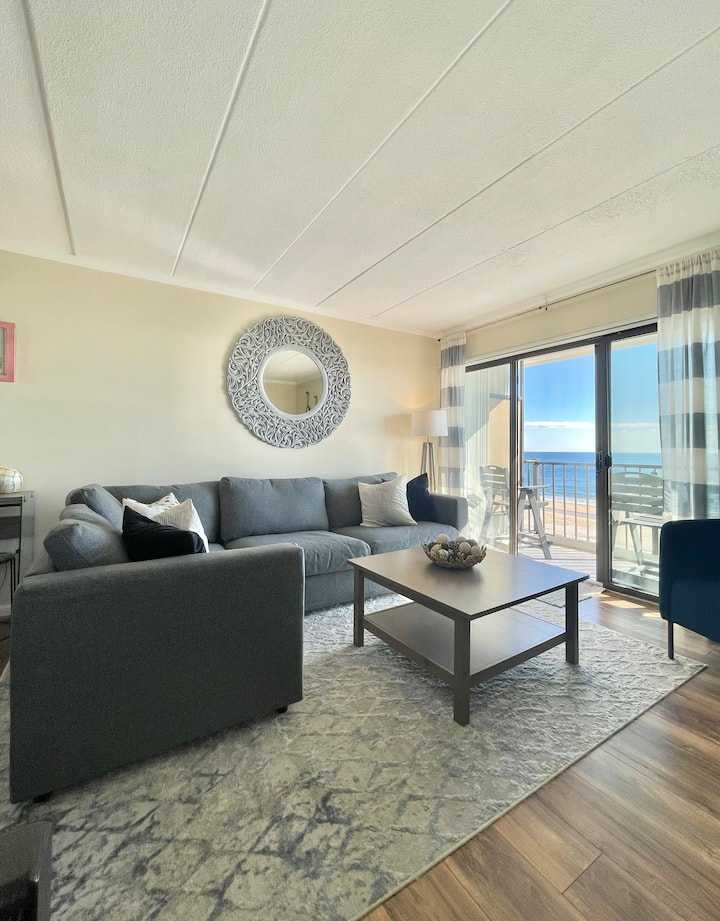 Coastal and Bright Oceanfront Condo