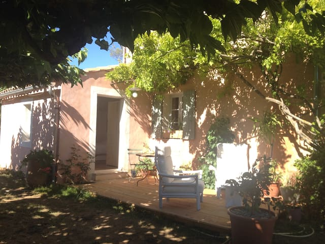 Independant room with view of the Luberon - Roussillon - House