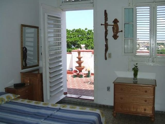 1 A/C Room in Colonial Mary House with Sea View
