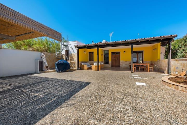 Pleasant Villa in Marina di Mancaversa with Barbecue