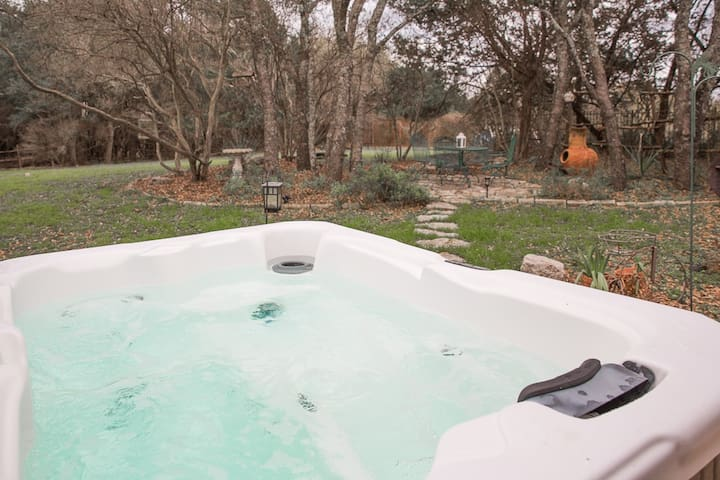 Hot Tub 2 BDR Hill Country Spicewood by Wine, Hike