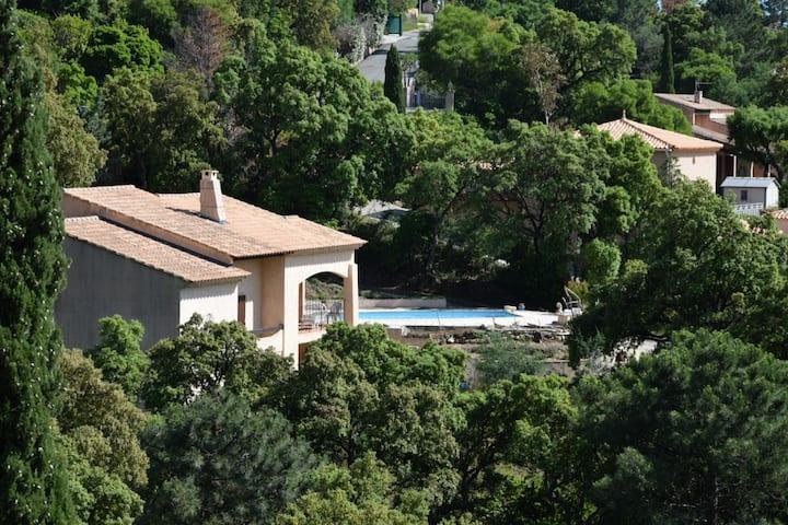 Villa dans les hauteurs du Rayol calme