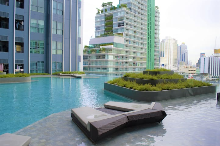 Pool View Luxe Suite 250m to MRT SamYan (Downtown)