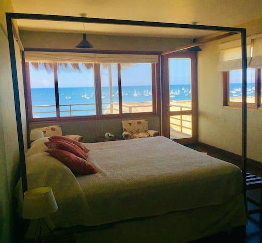 Dormitorio principal 3er piso con baño en suite y terraza