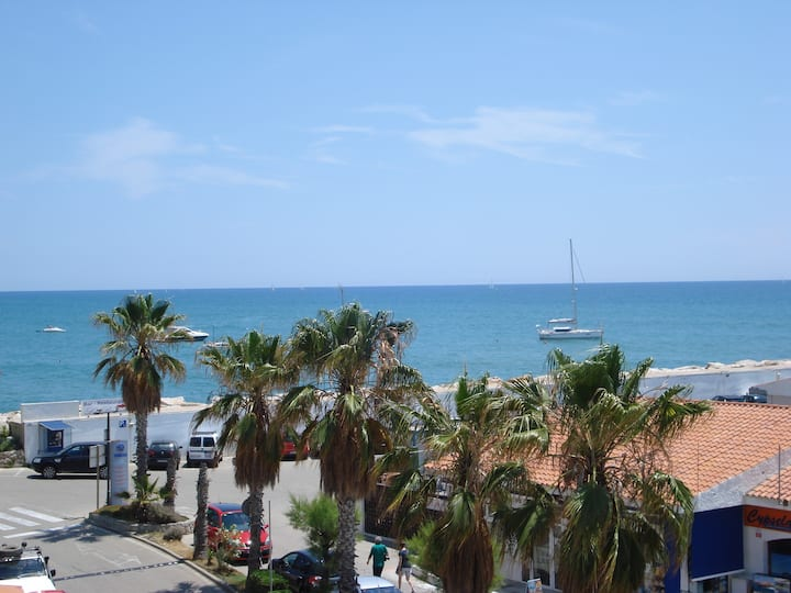 Wonderful Marina Beach Apartment
