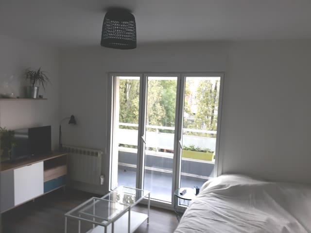Studio avec balcon situé à côté du parc Ste-Marie