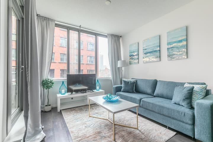 UV disinfected Modern 1BR Downtown Unit