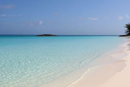 Paradise Island Villa 10min walk to Atlantis/Beach