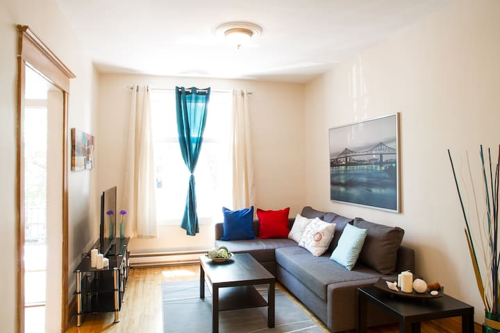 Spacious Apt next to Metro. - Montréal - Daire