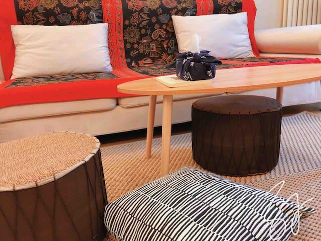 独立整套房子,2间卧室100平米,独立卫生间和整体厨房,免费无线网,有711的24小时店,可考虑月租