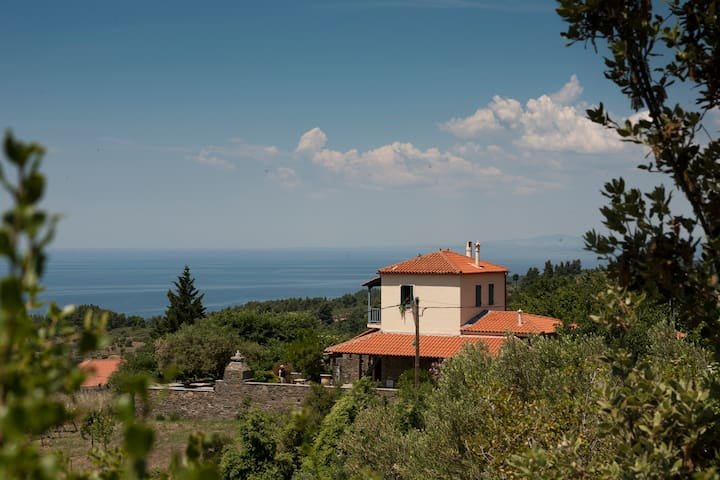 Breathtaking Villa Moraca - Parthenonas