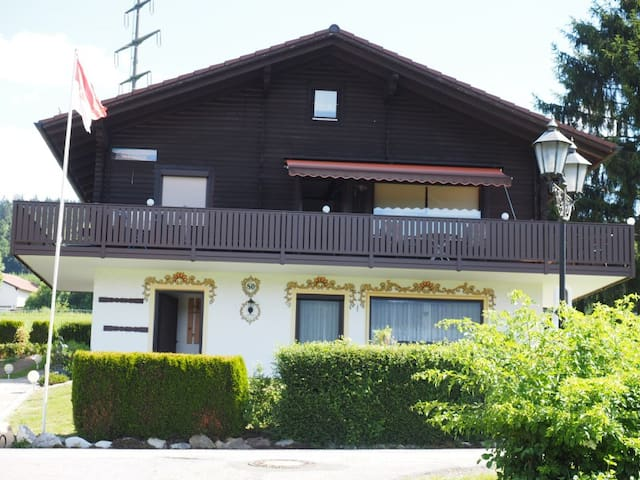 Typisch Bayrisch - Haus 80EG - Arrach - Apartamento