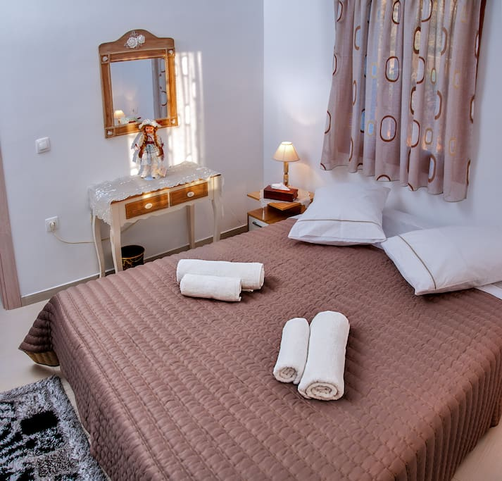 Υπνοδωμάτιο 1 με διπλό κρεβάτι.