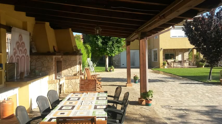 VILLA-CHALET a 7 km Cuenca capital IDEAL GRUPOS