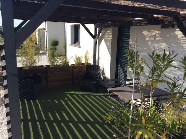ALBI studio coquet avec terrasse et parking