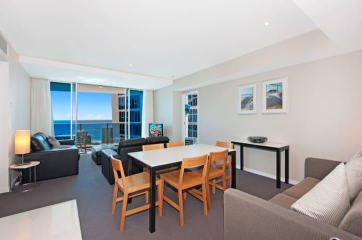 Luxury Apartment above Hilton – 14th Floor Room3 - Surfers Paradise - Apartment
