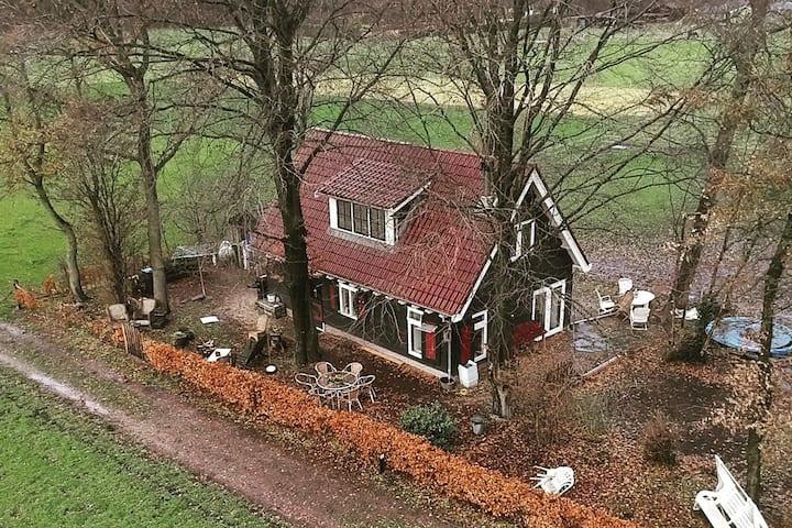 Veluwe vrijstaand huis met openhaard en trampoline