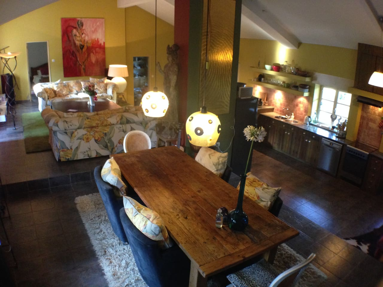 Lovely big dining room with open kitchen With dishwasher, big refrigerator and ice section.  Split level.