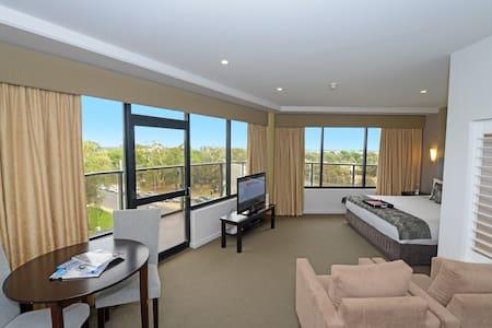2 bedroom Spa Suite in 4.5* Hotel - 애들레이드 - B&B