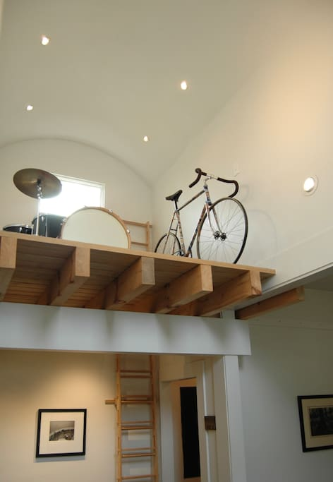 Vaulted ceiling, loft (just for looks:) helps define the space as both expansive and intimate