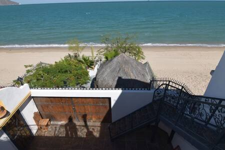 Beachfront rental home - 20 guests - House
