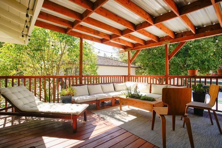 Quiet, private bed/bath; huge deck, desk, 300mbps