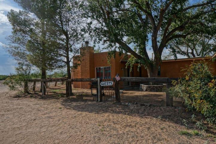 Desert Solitude on Ranch - Anthony - 一軒家