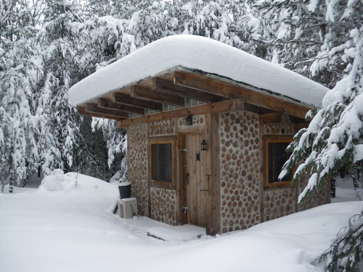 Peaceful cabin-in-the-woods 50 acre private forest