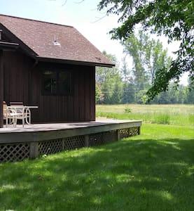 Rustic cottage, Lakefront heaven - Grand Isle - Cabin - 1