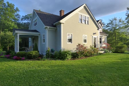 Pine Brook Guesthouse - Shelburne Falls