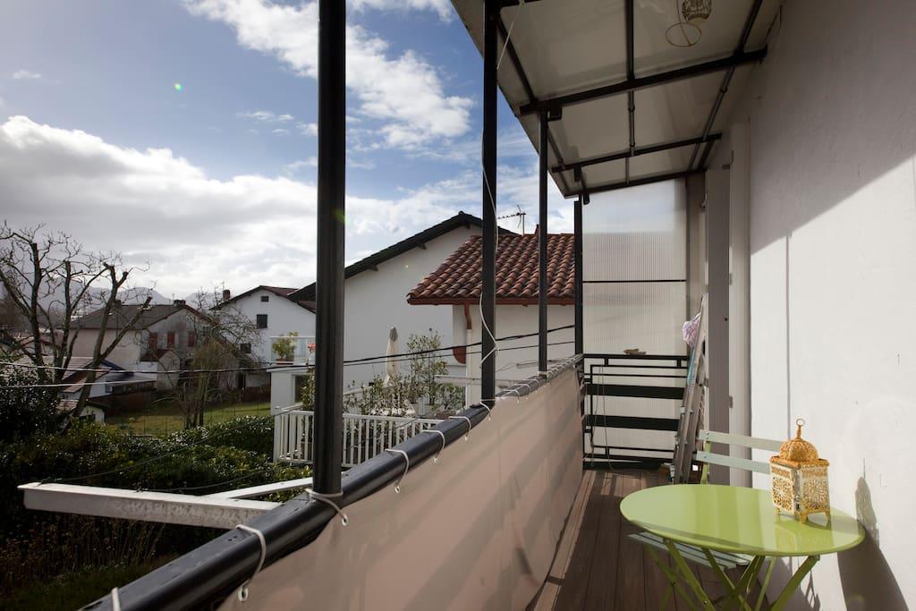 Le balcon situé plein Sud