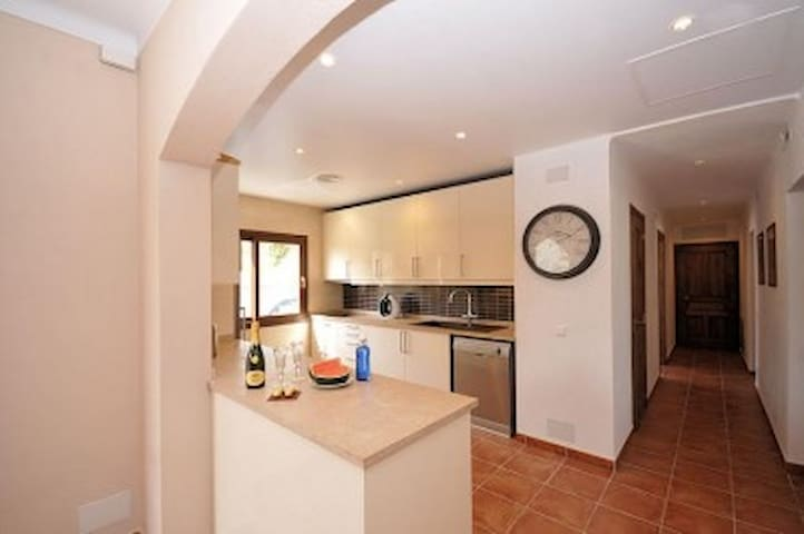 Villa located meters from the beach. - Palmanova - Villa