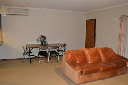 Neat and tidy 2br unit. - North Tamworth