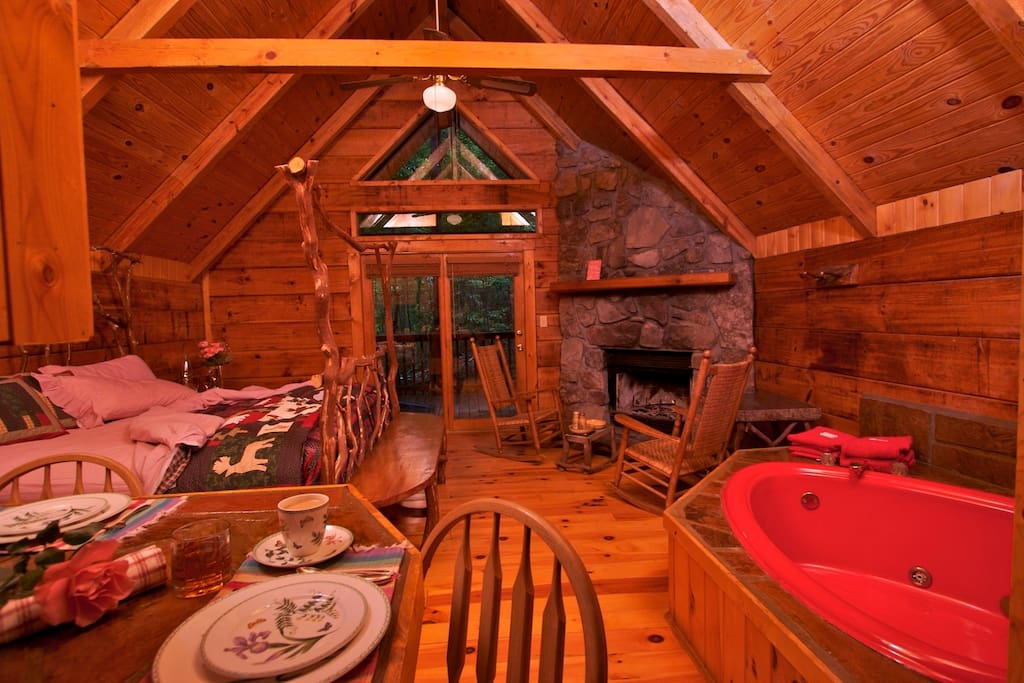 Studio Cabin with King Bed, Full Kitchen, and Fireplace