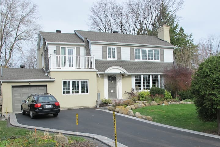 Grande maison avec piscine - Pointe-Claire - บ้าน