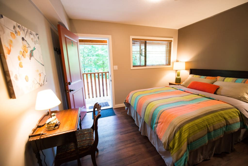 Queen-size bed, private entrance