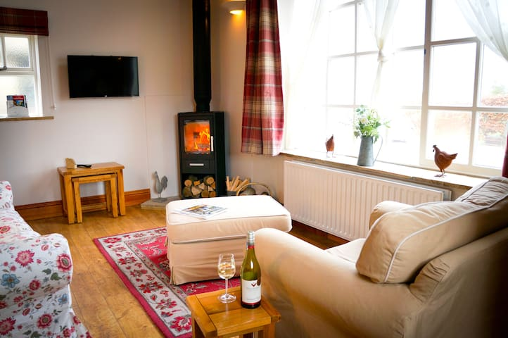 The Hayloft- romantic retreat and dog friendly!