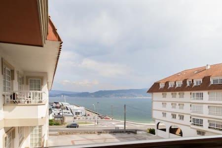 Apartamento con acceso directo a la playa - Combarro - Lägenhet