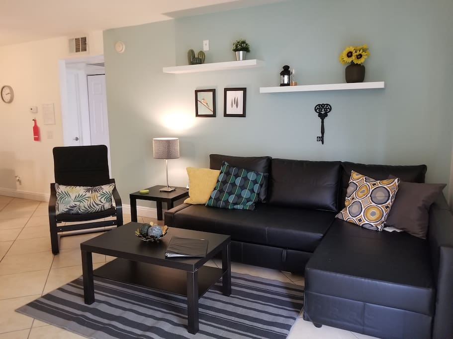 Newly renovated condo. Wifi, 60 inch LED smart TV with Netflix.  Wii game console with many games free North American calling from home phone.