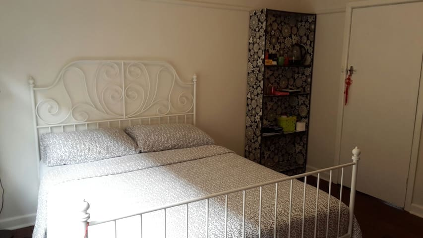 Comfy Cosy Bedroom Niddrie (1) - Niddrie - House